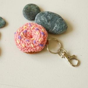 Petit donut porte-clé au crochet ...