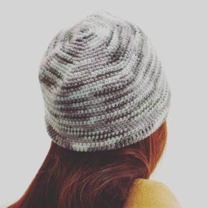 Un bonnet tout simple aux jolis dégradés de gris