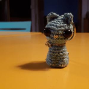 Amour de petit chat bleu en porte-clé