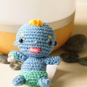 Bébé avec couche au crochet