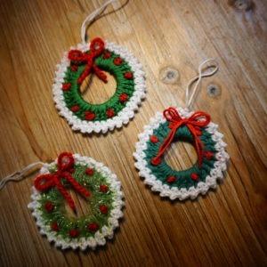 Apportez une petit touche nostalgique avec ces mini couronnes de Noël fait main !